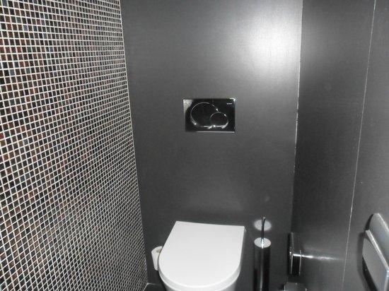 9HOTEL MERCY : banheiro