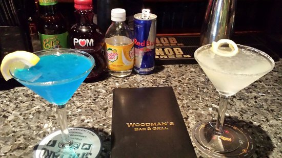 Woodman's Bar and Grill : Drinks at the bar