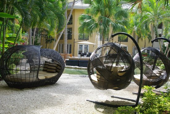 Grand Cayman Marriott Beach Resort: Quiet enclaves in the courtyard