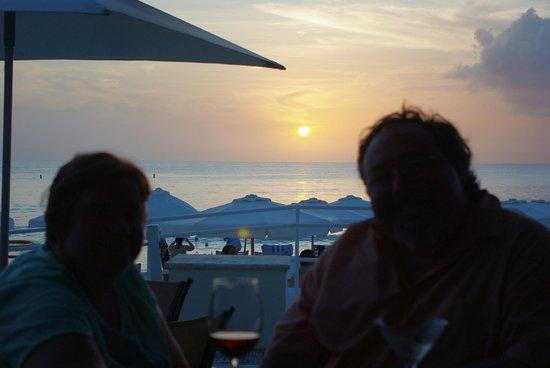 Grand Cayman Marriott Beach Resort: Sunset at Solana bar