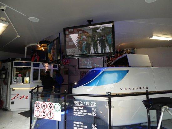 Museo de Esquí Holmenkollen y Torre del trampolín: симулятор