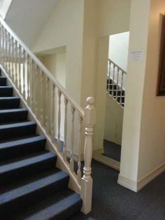 Ashfield Manor : Stairs to 2nd floor