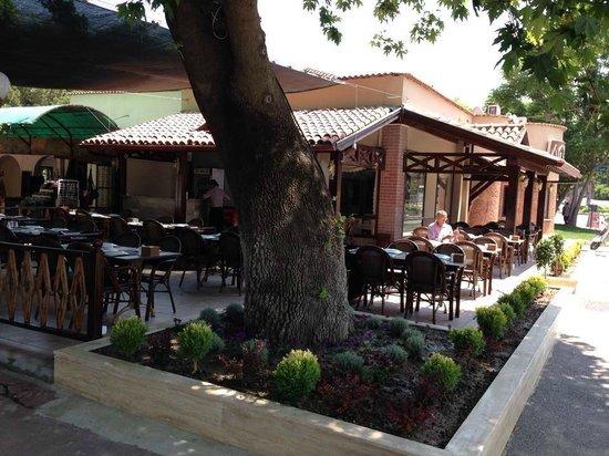 Agora Restaurant Bahçe
