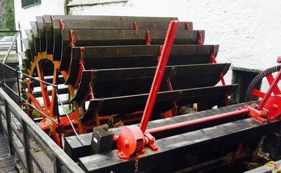 Old Kilbeggan Distillery: water wheel still turning