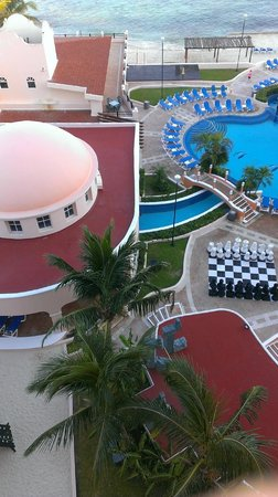 El Cozumeleño Beach Resort: Under dome is a waterfall thats inside with a small river that flows to the pool area.