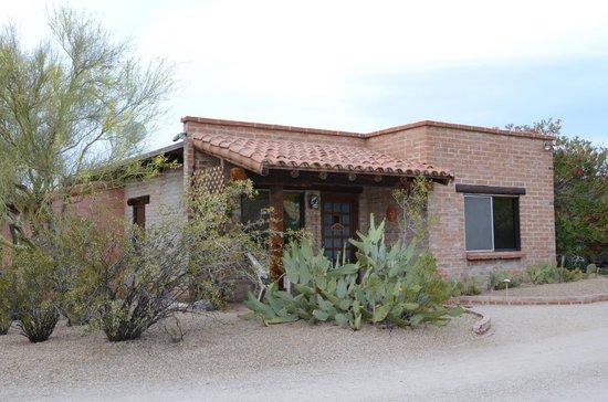 Hacienda del Desierto Bed and Breakfast: The front of the Casita