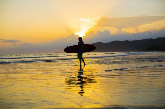 Hotel Playa Cambutal : Sunset surfer