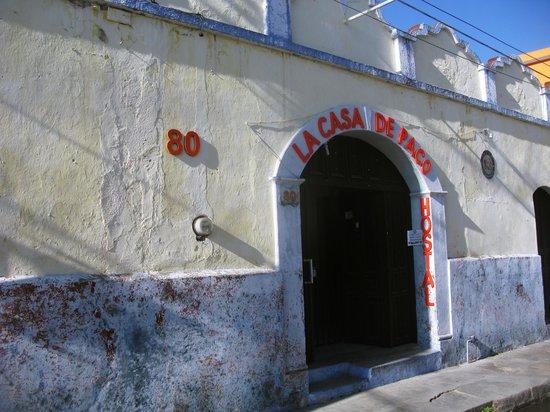 Hostal La Casa de Paco : entrada principal de la casa de Paco