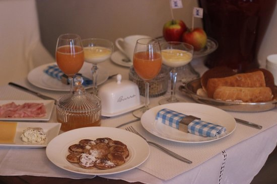 Vondel View B&B: One of Rita's delicious breakfasts