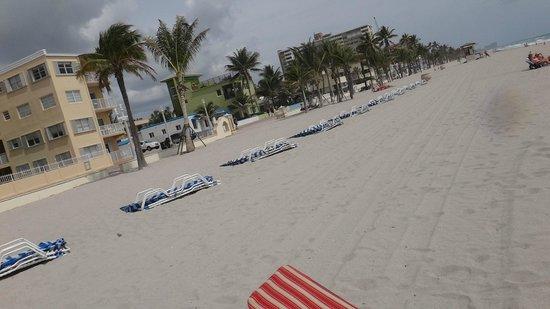 WalkAbout Beach Resort: playa