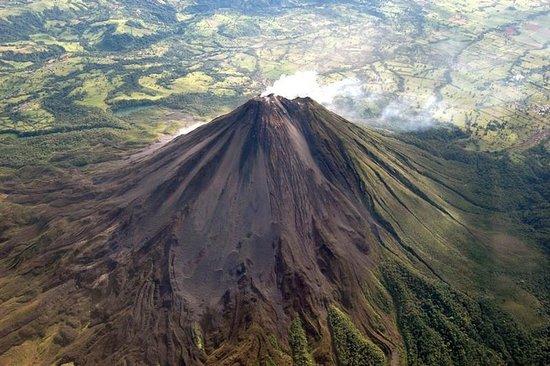 Cerro Chato Eco Lodge: Volcano view