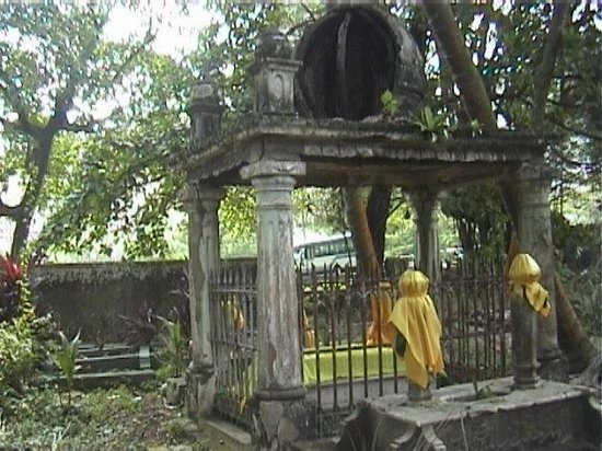 ‪Old Malay and Muslim Cemeteries‬
