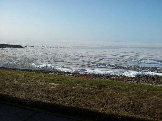 Motel Lac-Saint-Jean: Lac saint Jean ancora ghiacciato a Maggio!