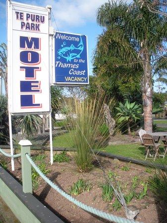 Puru Park Motel: Outside motel