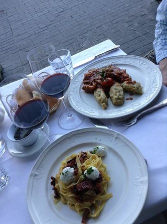 Hotel Suisse Restaurant : goat cheese pasta and osso bucco