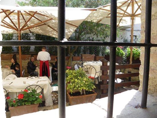 Ristorante Coccorone: Outdoor patio