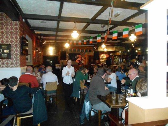Danny Mann Pub : Salle de restaurant