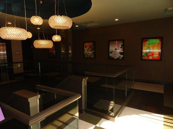 Hotel Preston: Lobby Area