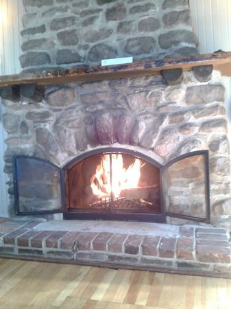 Pictou Lodge Beachfront Resort: Roaring Fire!