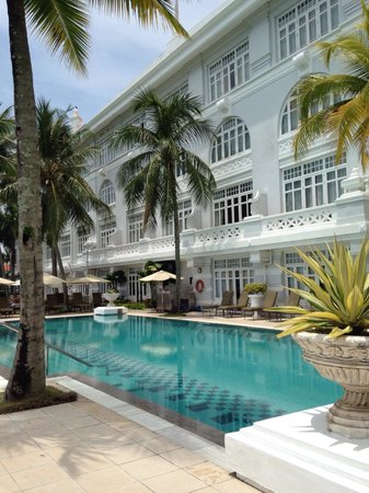 Eastern & Oriental Hotel: Pool