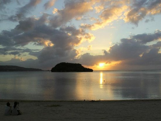 Onward Beach Resort: レストラン前から見た夕日