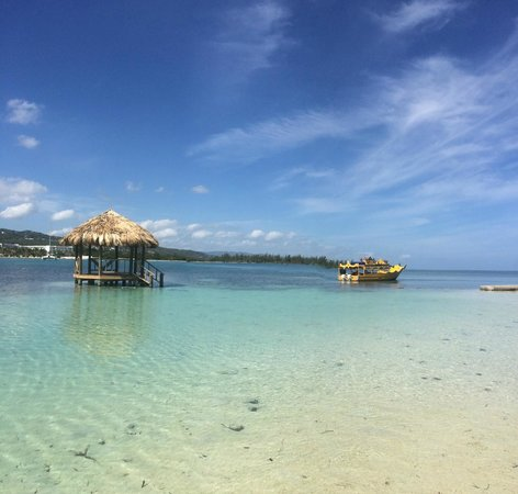 Sandals Royal Caribbean Resort and Private Island: Island hut and boat transfer