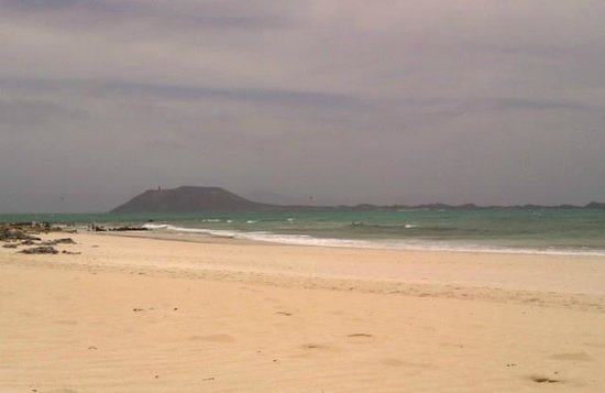 Suite Hotel Atlantis Fuerteventura Resort: gorgeous beach opposite dunes