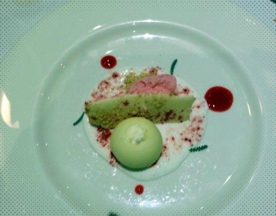 La Senda: Esferificación de tarta de queso,yogurt y helado de pantera rosa