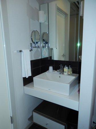 Citadines Shinjuku Tokyo: Bathroom sink