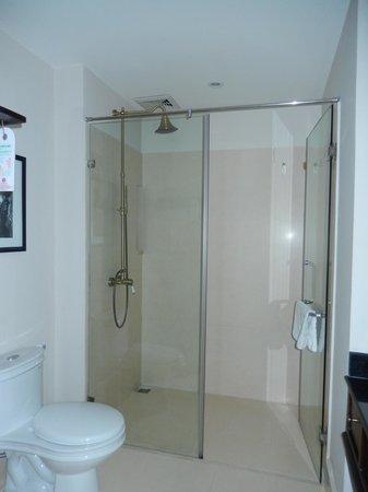 Little Hoian Boutique Hotel & Spa: shower