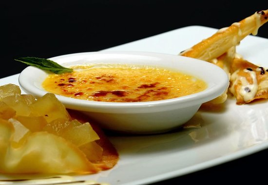 EL Deck: french restaurant quito creme brulle de maracuya