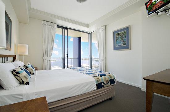 Pumicestone Blue Resort : Master Bedroom 3 bed unit
