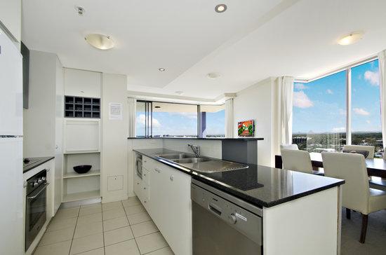 Pumicestone Blue Resort : Kitchen 3 bed unit