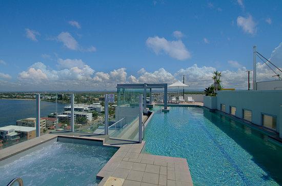 Pumicestone Blue Resort : Pool & Spa