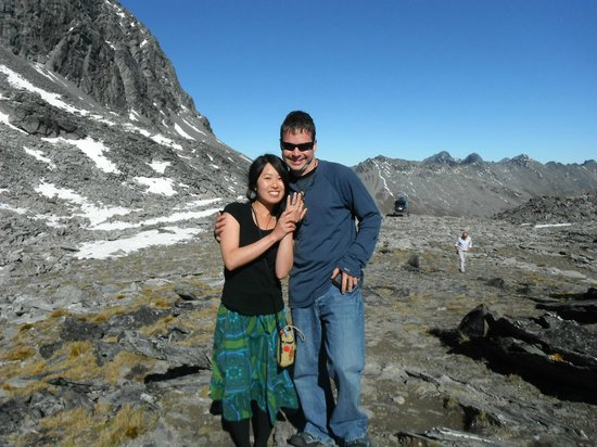 Heli Tours Queenstown : 1st picture of engaged couple (cheers to the pilot)