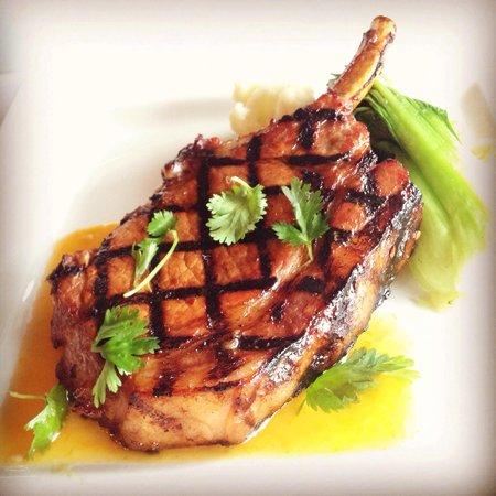 Ginger Restaurant: Yummy pork chop special!