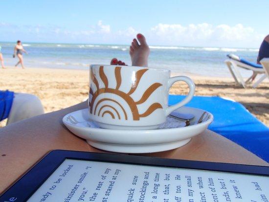 Grand Bahia Principe El Portillo : morning cappucino on beach!