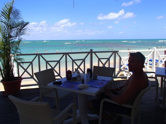 Grand Bahia Principe El Portillo : Snack Time!