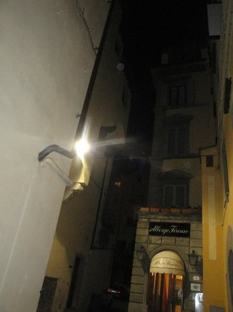 Albergo Firenze: Entrada Hotel
