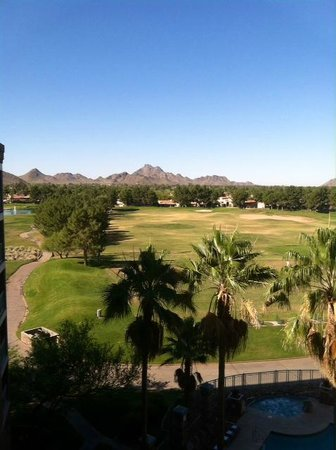 Embassy Suites by Hilton Phoenix-Scottsdale : Golf course view