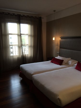 Hotel Compostela: Our room