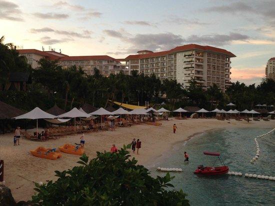 Shangri-La's Mactan Resort & Spa: Family Beach