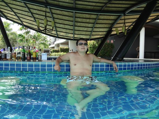 Holiday Inn Krabi Ao Nang Beach: Bar da piscina
