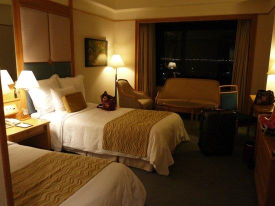 Renaissance Riverside Hotel Saigon: ツインのリバービューのお部屋