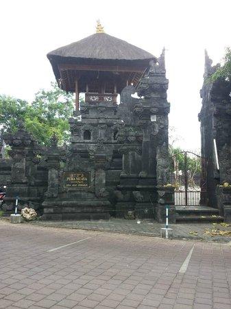 Karma Jimbaran : temple