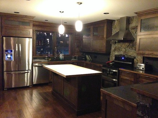 Blackstone Bed and Breakfast: Kitchen
