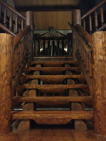 Blackstone Lodge: Staircase