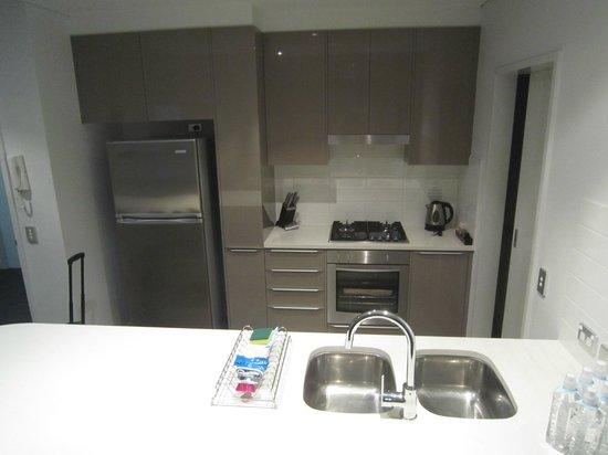 Meriton Serviced Apartments Aqua Street, Southport: Kitchen