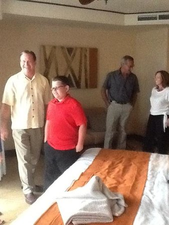 Dreams Riviera Cancun Resort & Spa: in room family gathering