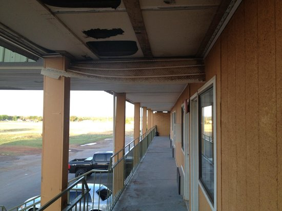Econo Lodge: Collapsing cieling